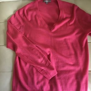 Uniglo V-neck sweater in salmon pink. Size large